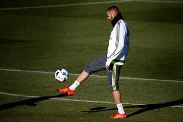 Benzema quiere  volver a jugar  con Valbuena