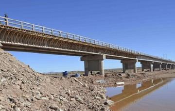 Colapsa puente provisional construido por una empresa china en Pando