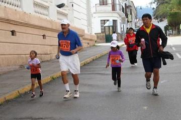 """Prueba """"Corre por la VIHda"""" aporta a la educación"""