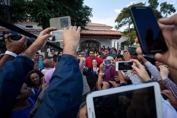 Las parlamentarias venezolanas avanzan sin incidentes con gran participación