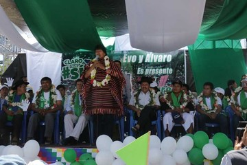 Con poca gente, Morales lanza campaña por el Sí
