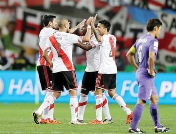 River Plate gana y va por el título