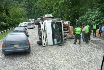 ABC pide a chóferes viajar con precaución y respetar señalización para evitar accidentes