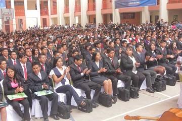 Evo entrega títulos a nivel licenciatura a 5.700 maestros
