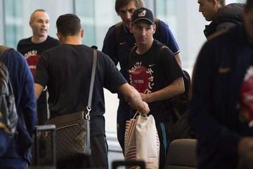 Barcelona vuelve tras incidentes en aeropuerto nipón