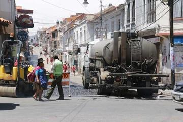 Retoman asfaltado de calles del centro