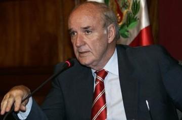 Ex canciller de Perú ve incoherencia en postura chilena sobre tratados