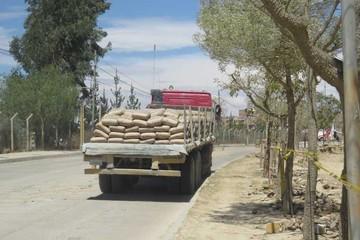 Transportistas de cemento se quejan por espera en Tarija