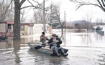 Fuertes lluvias en EEUU provocan caos y muertes