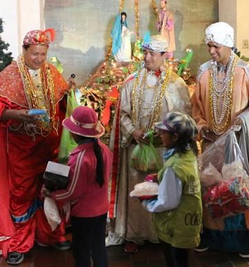 Los Reyes Magos llegan a repartir regalos y alegría