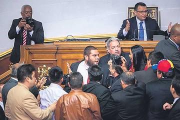 Congreso confirma que buscará cese de Maduro