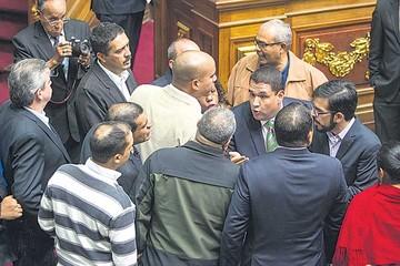 Venezuela: Parlamento acata fallo del Supremo