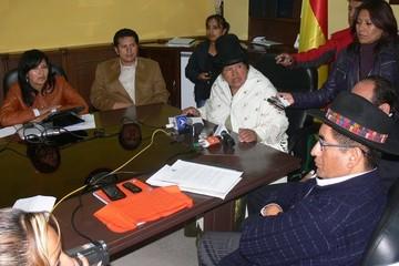 """Mamani acusa a sus colegas de """"venderse por cargos"""" para ratificar a Sanabria"""