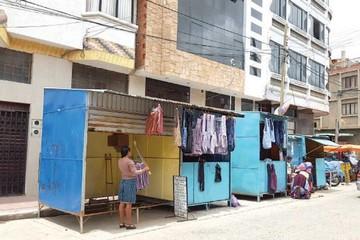 Comerciantes instalan más casetas en sitio no permitido