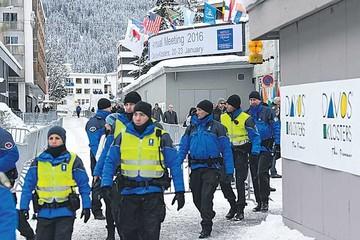Refugiados atraen debate al inicio del foro de Davos