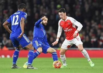Chelsea frena al Arsenal