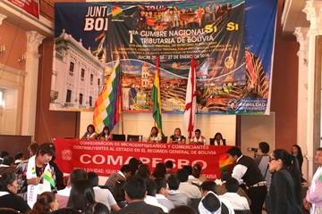 Cumbre Tributaria inicia con quejas sobre sistema