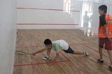 Squash evalúa a deportistas en Sucre