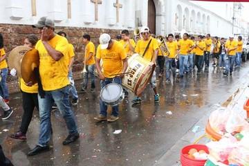 Las bandas desplazaron a los tradicionales sicuris