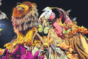 Brasil vive Carnaval con alegría y coloridas fiestas