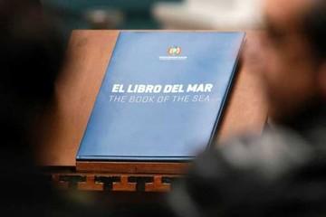 Prohiben difusión del Libro del Mar en Chile