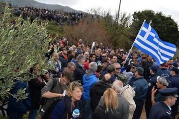 "Dan a Grecia tres meses para ""detener refugiados"""