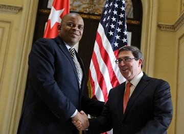 Cuba y Estados Unidos pactan vuelos regulares