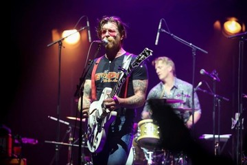 Eagles of Death Metal dio su primer concierto en París tras los atentados