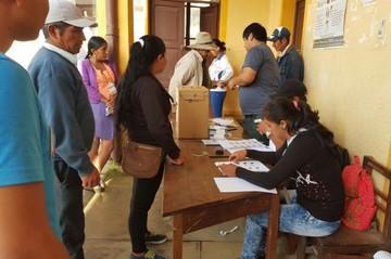 Referéndum: Bolivianos acuden masivamente a las urnas