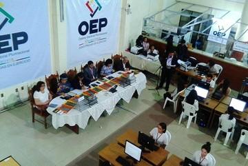 Escrutinio de votos en marcha, tras jornada marcada por irregularidades en Santa Cruz
