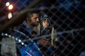 Refugiados atrapados en Grecia por restricciones