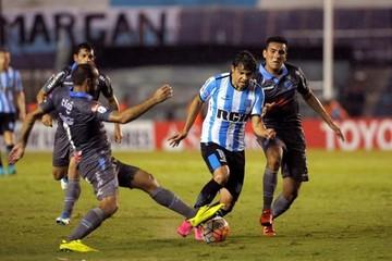 Bolívar comienza mal la Copa tras recibir goleada de Racing