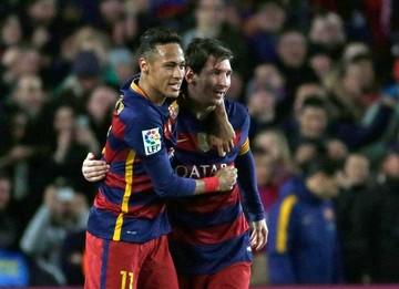 Barça remonta  y completa una  vuelta sin caídas