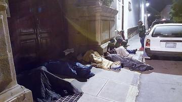 Duermen en la calle para sacar una ficha