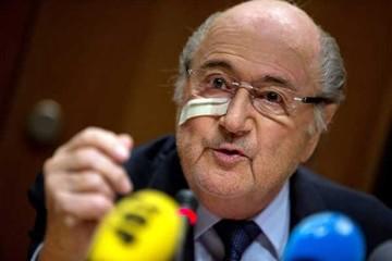 Blatter increpa a Infantino
