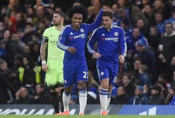 El Chelsea puede  con el Norwich y  prosigue su escalada