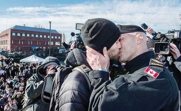 El encuentro de este militar con su novio está haciendo historia