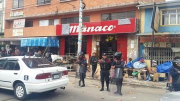 Intendencia Municipal de Sucre retira puestos de venta de la calle Nataniel Aguirre