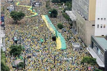 Posible juicio contra Dilma cobra fuerza tras masiva protesta