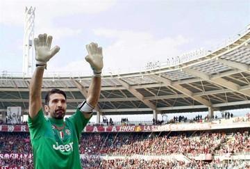 Juventus supera al Torino y Buffon rompe el récord