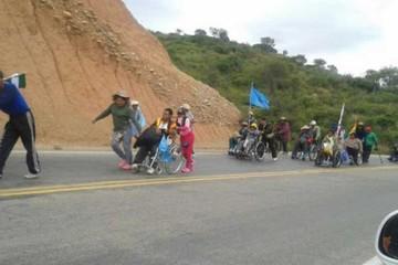 Los discapacitados  reinician su marcha  tras fracasar diálogo
