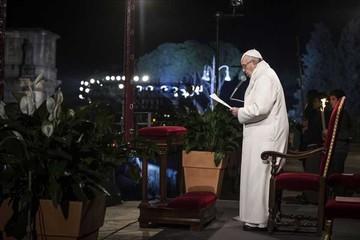 Papa envía duro mensaje recordando el Vía Crucis