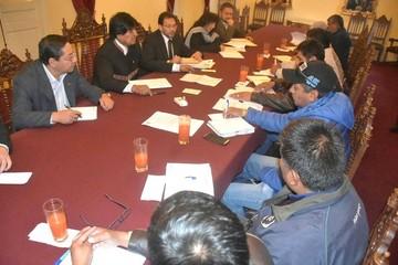 Gobierno y COB inician la negociación del aumento salarial y otras demandas