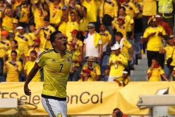 Colombia derriba a Ecuador