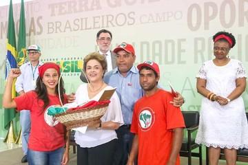 Dilma recurre a sus bases para intentar frenar su destitución