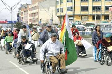 Gobierno llama a dialogar a grupos de discapacitados