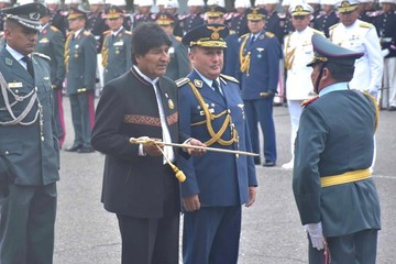 """Evo decide incluir a """"los mejores militares"""" en la comisión de defensa del Silala"""