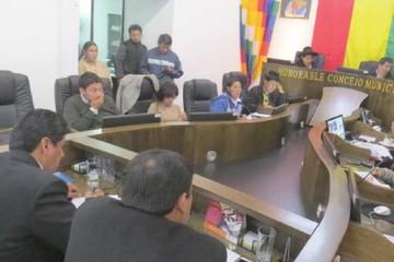 El Alcalde ahora culpa a la oposición por el letargo