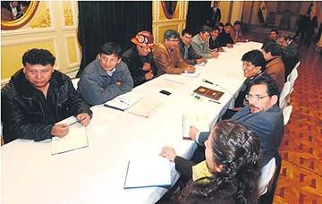Gobierno y COB reinician negociaciones