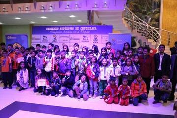 Niños celebran entre galardones y promesas